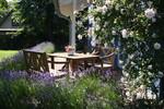 Sitzgelegenheit Draußen, Terrasse, Garten Blaues Haus